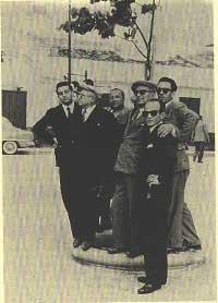 1952. Comitato per i festeggiamenti in onore di santa Fara. Da sinistra:Leonardo Pandolfo, Cesare Manzella, Luigi e Masi Impastato, Sarino e Gaetano Badalamenti