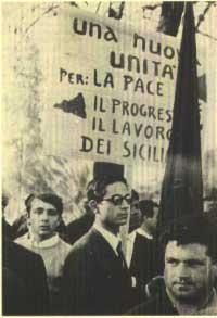 1967. Peppino, primo a sinistra, a una manifestazione svoltasi a Palermo